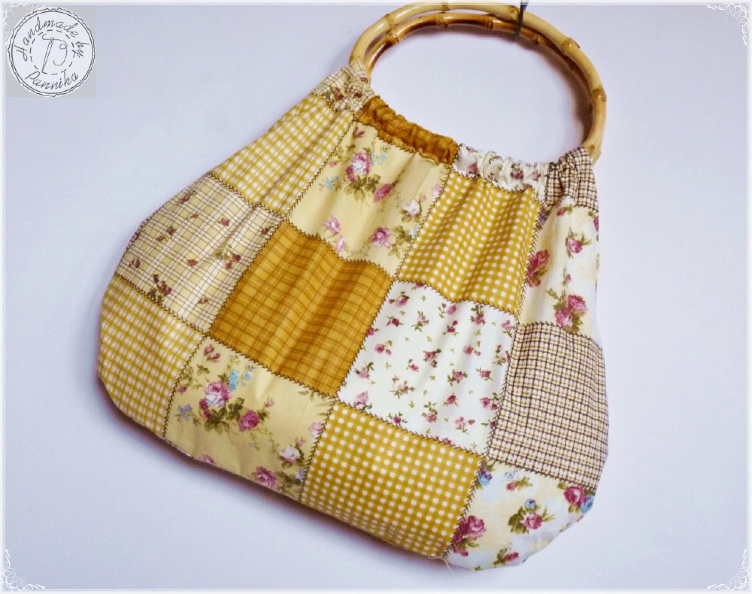 53c612917402 Drapp patchwork hatású táska, ovális bambusz füllel