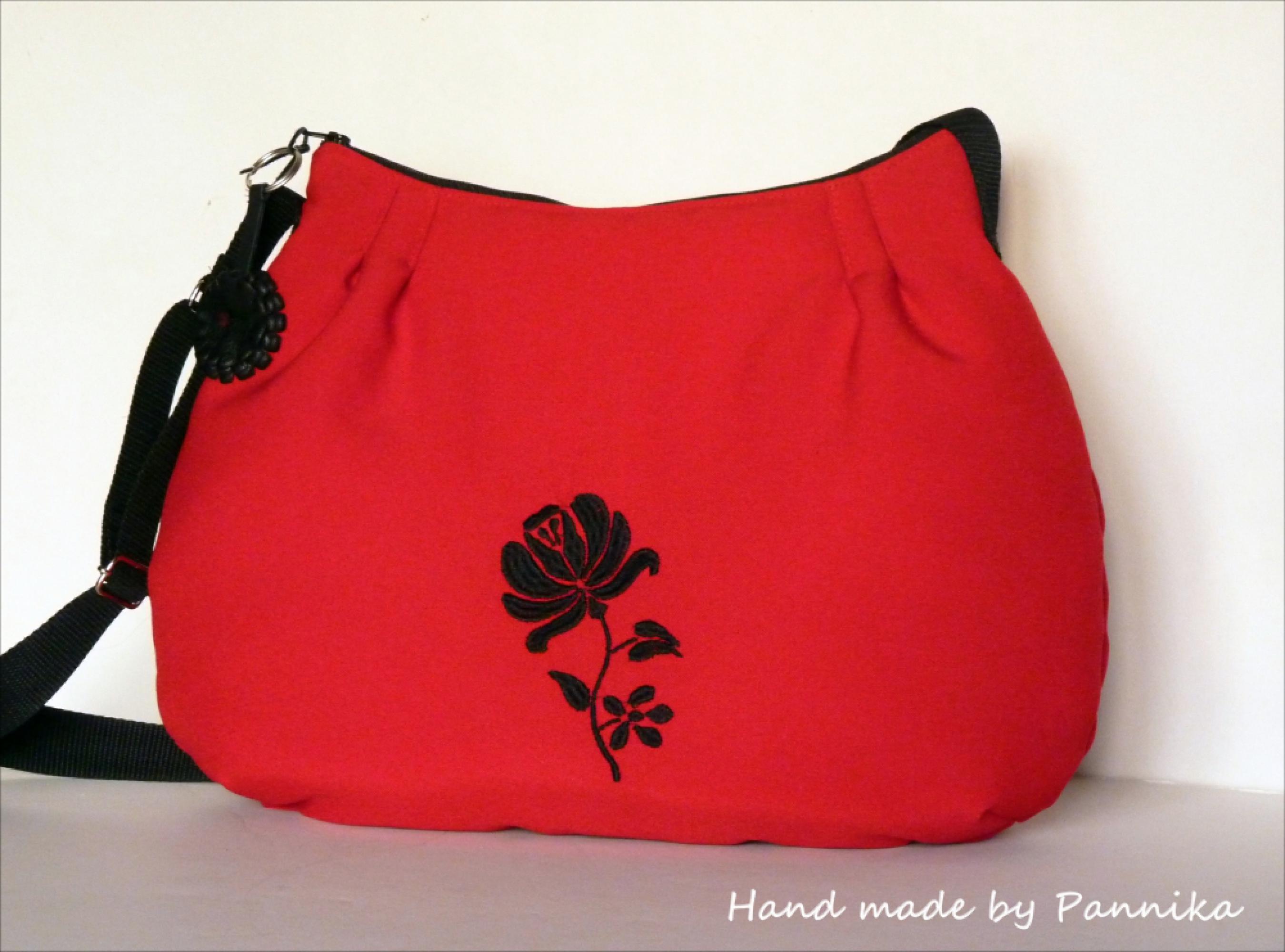 bfe9cba7decf Piros, kalocsai mintás táska, ajándék kulcstartóval