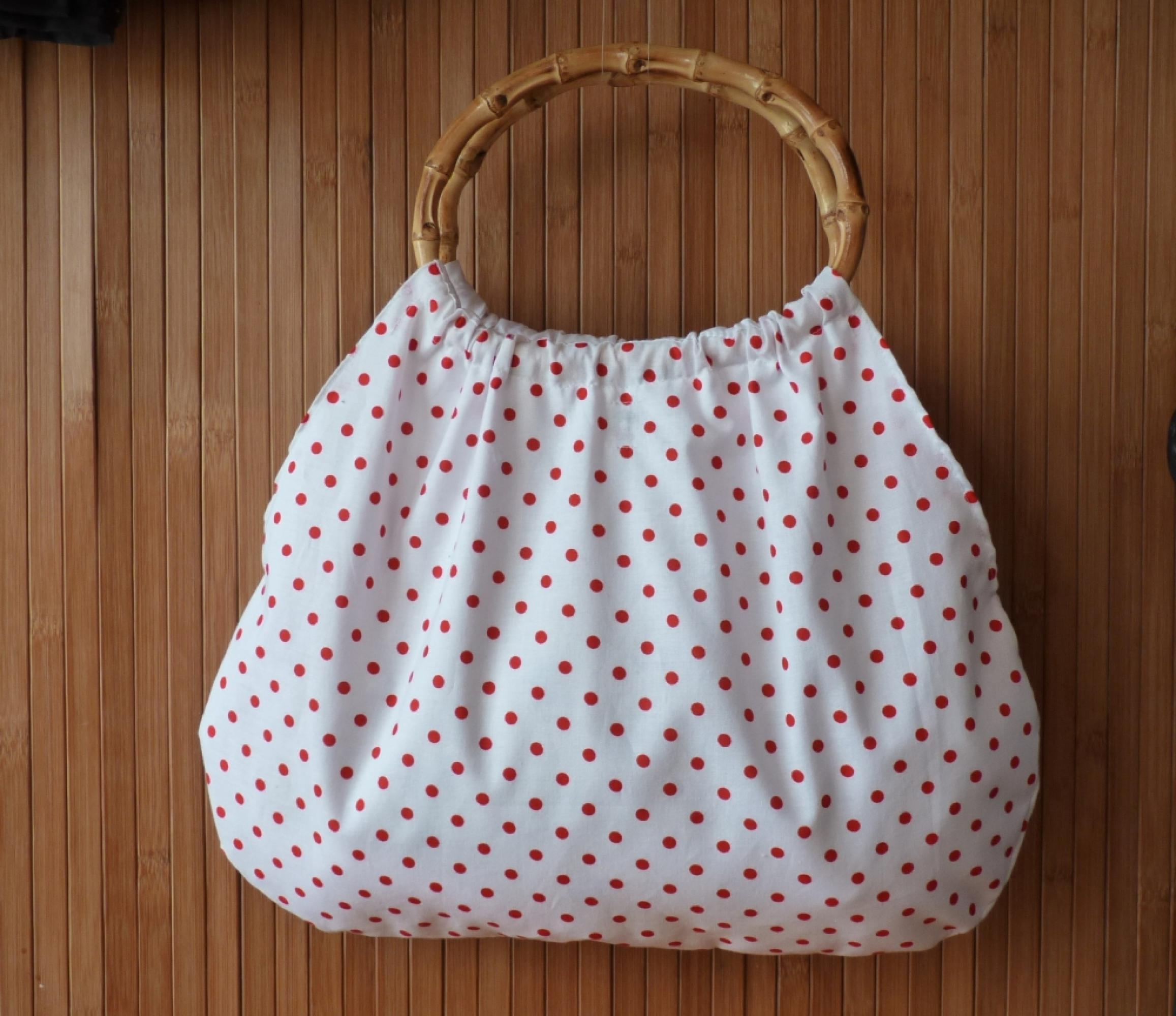 fe6e94e87264 Kettő egy áron! Rózsás romantika táska és kitűző - 3 750 Ft ...